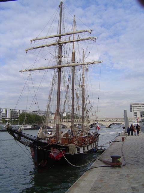 [Marine à voile] LA BOUDEUSE A PARIS Dsc01215