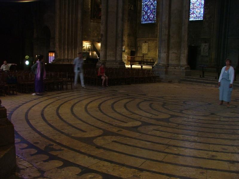Le labyrinthe de Chartres : miroir du Sentier Photom13