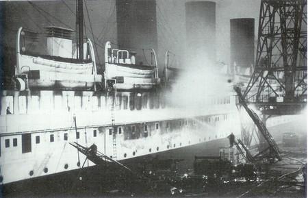 """la fin du paquebot """"Paris"""" 1939 Paris_16"""