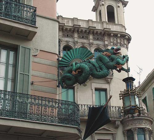 Dragon légende monumentale Barcel11