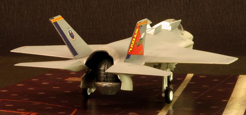 Boeing X-32A & Lockheed Martin X-35B [1:72 - Revell] X35b_012