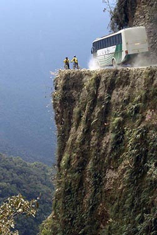 Contre-braquage en perspective La Route de la Mort (trouvé) Desole12