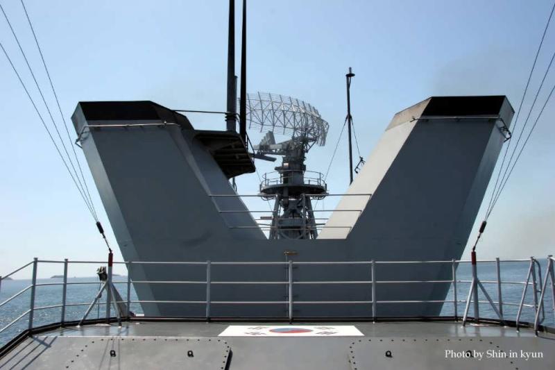 Republic of Korea Navy - Marine de la Corée du Sud - Page 2 11330321