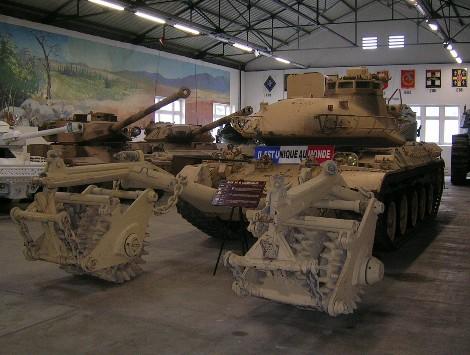 Le musée des blindés de Saumur Dscn2010