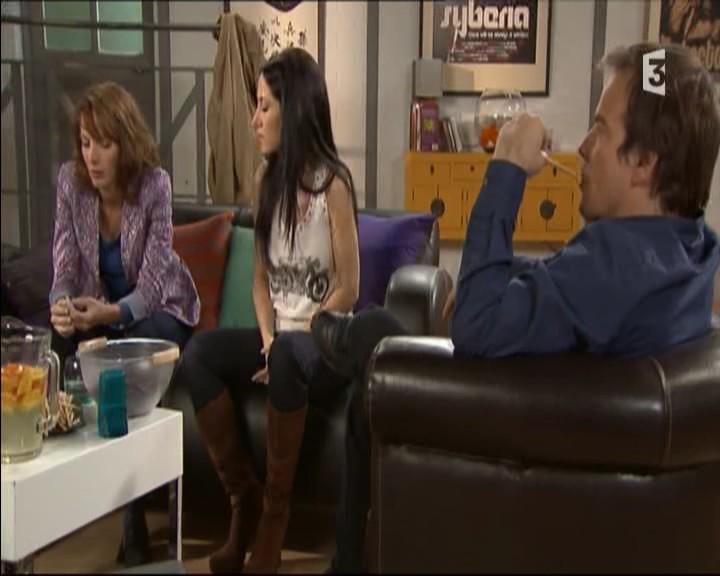 Episode du Lundi 02 Mai 2011 - Page 2 20111428