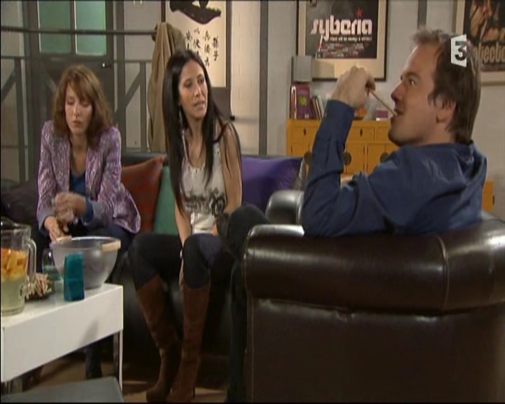 Episode du Lundi 02 Mai 2011 - Page 2 20111449