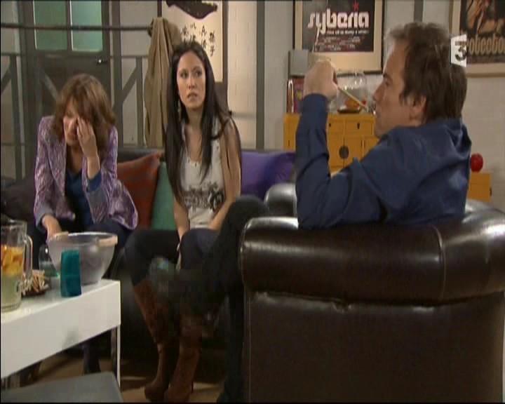 Episode du Lundi 02 Mai 2011 - Page 2 20111455