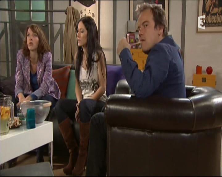Episode du Lundi 02 Mai 2011 - Page 2 20111456