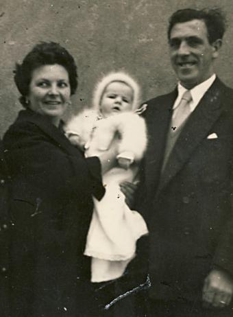 28-06-1960.- BEGOÑA URROZ IBARROLA Begona10
