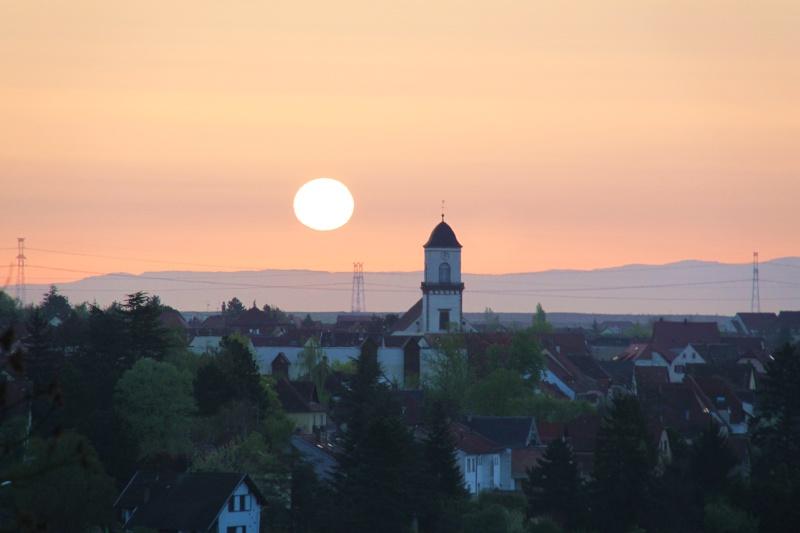 Lever de soleil d'avril sur Marlenheim depuis les hauteurs de Wangen Img_2728