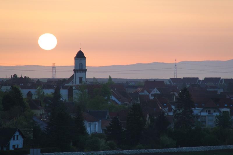 Lever de soleil d'avril sur Marlenheim depuis les hauteurs de Wangen Img_2730