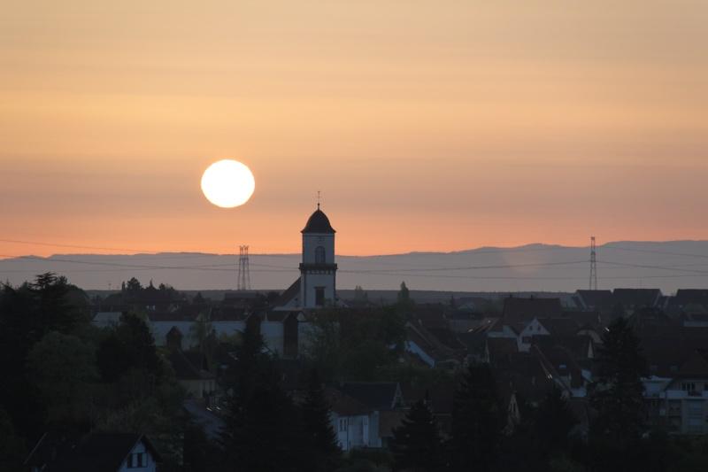 Lever de soleil d'avril sur Marlenheim depuis les hauteurs de Wangen Img_2731