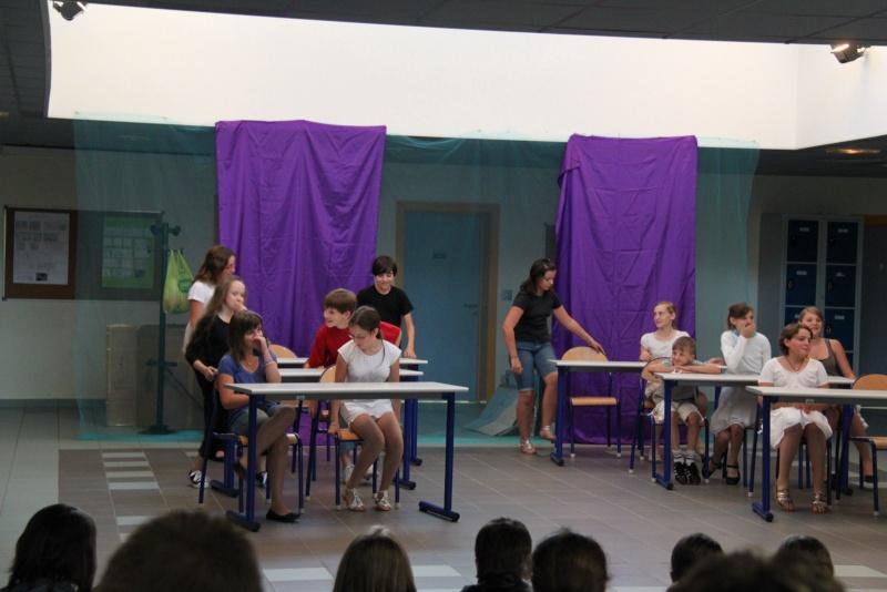 L'atelier théâtre du collège Gréoire de Tours de Marlenheim vous présente Oedipe  schlac schlac le jeudi 23 juin 2011à 20h30 Img_4915