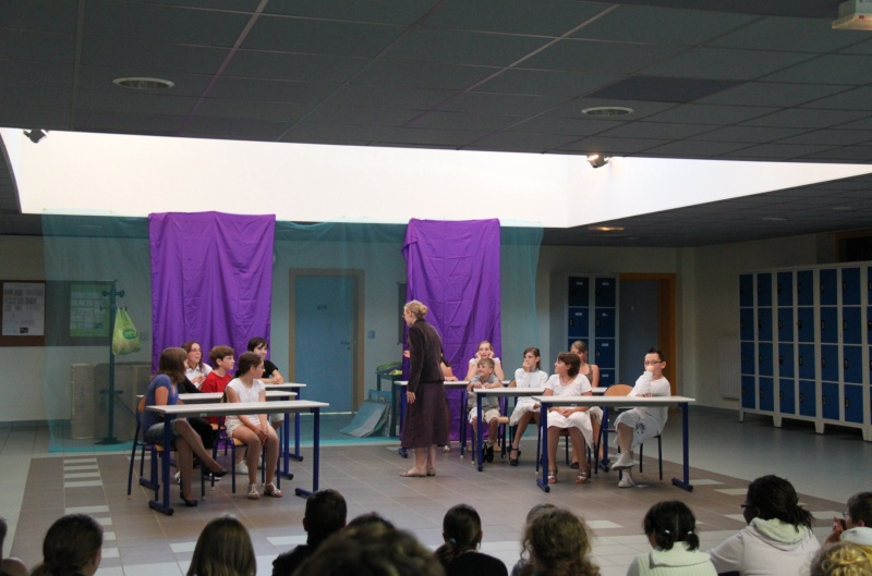 L'atelier théâtre du collège Gréoire de Tours de Marlenheim vous présente Oedipe  schlac schlac le jeudi 23 juin 2011à 20h30 Img_4916