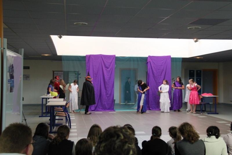 L'atelier théâtre du collège Gréoire de Tours de Marlenheim vous présente Oedipe  schlac schlac le jeudi 23 juin 2011à 20h30 Img_4918