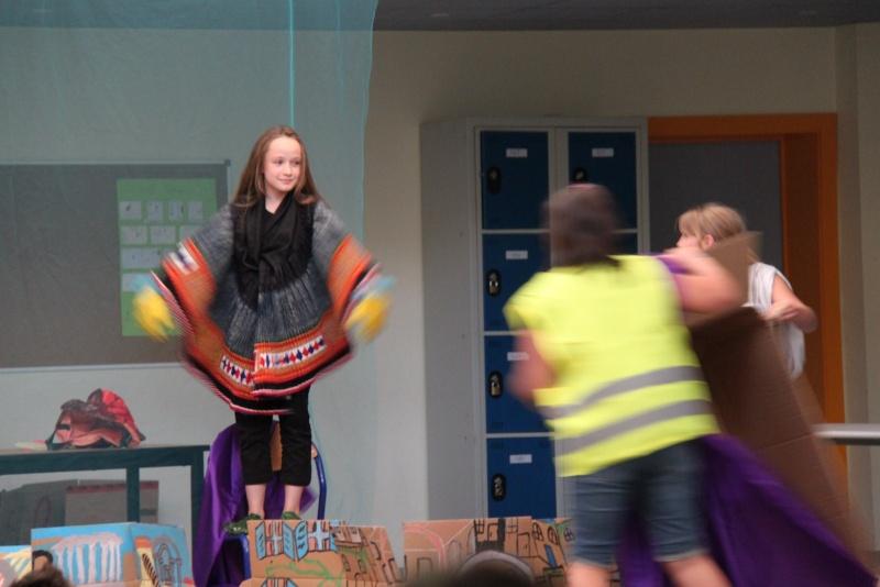 L'atelier théâtre du collège Gréoire de Tours de Marlenheim vous présente Oedipe  schlac schlac le jeudi 23 juin 2011à 20h30 Img_4923