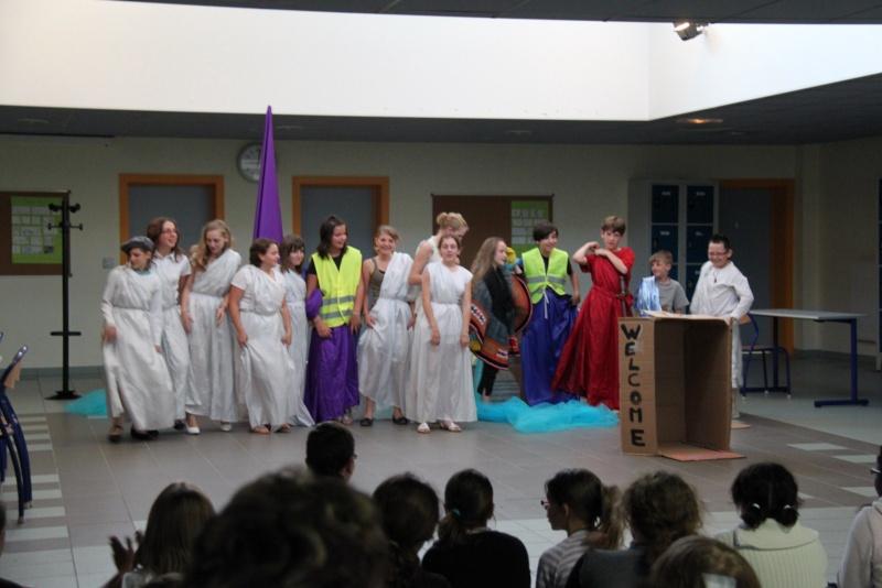 L'atelier théâtre du collège Gréoire de Tours de Marlenheim vous présente Oedipe  schlac schlac le jeudi 23 juin 2011à 20h30 Img_4924