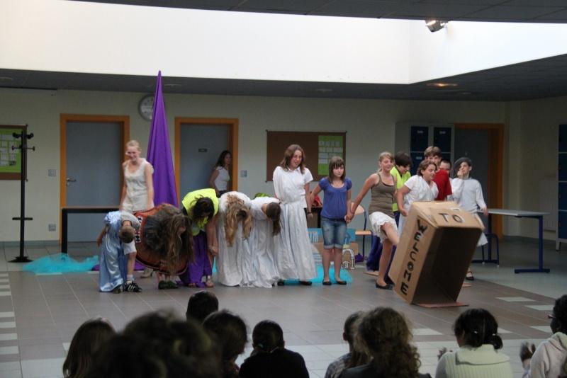 L'atelier théâtre du collège Gréoire de Tours de Marlenheim vous présente Oedipe  schlac schlac le jeudi 23 juin 2011à 20h30 Img_4926