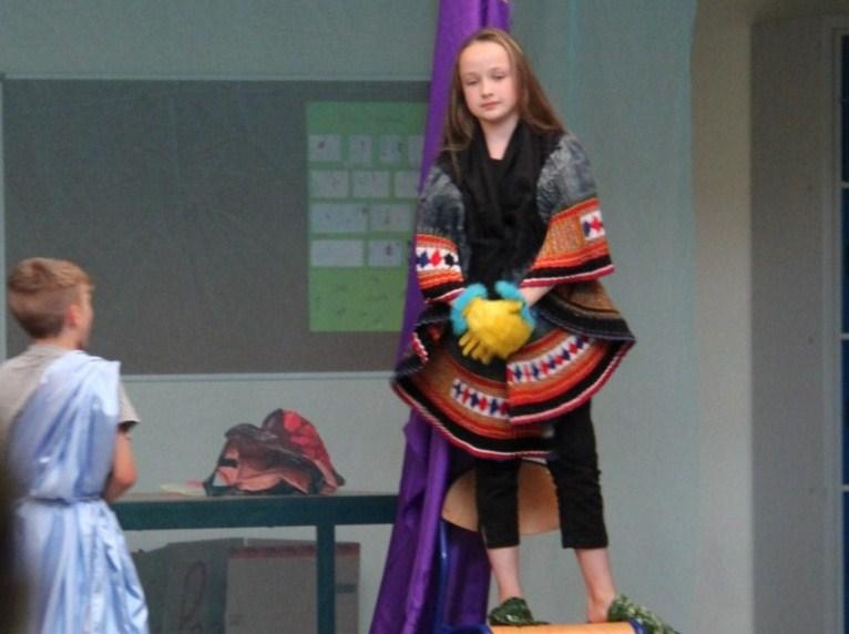 L'atelier théâtre du collège Gréoire de Tours de Marlenheim vous présente Oedipe  schlac schlac le jeudi 23 juin 2011à 20h30 Img_4929