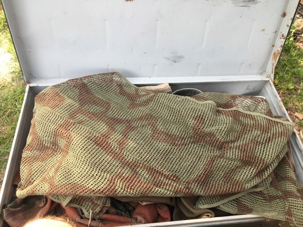 Une cantine retrouvée en dechetterie  07389610