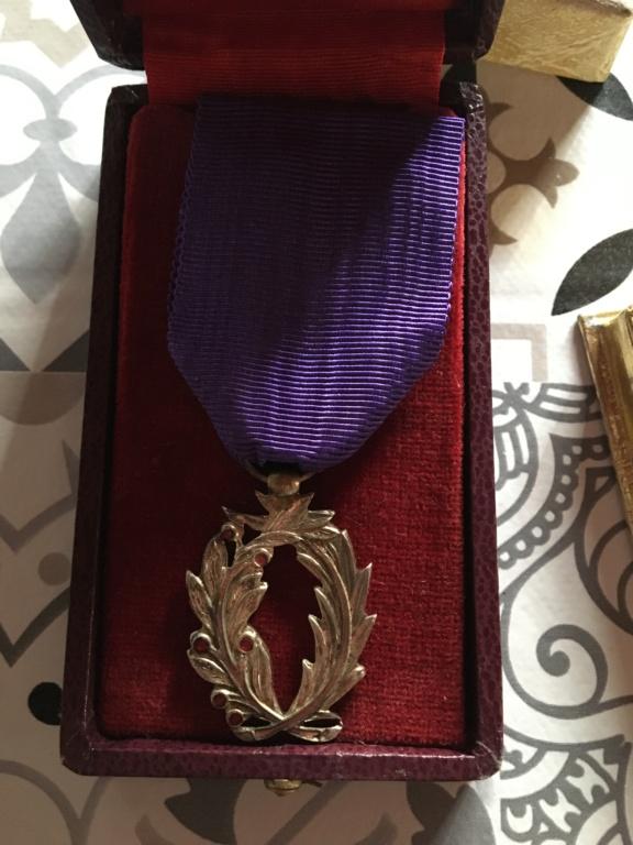 Trouvaille du jour dont une médaille pas courante ... 4a4c8510