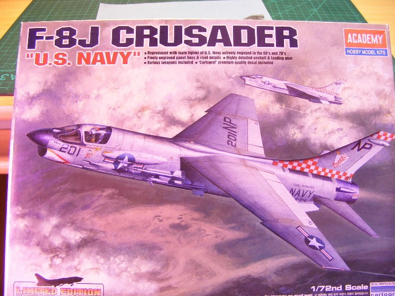 Crusader F8J - Academy 1/72 Boites22