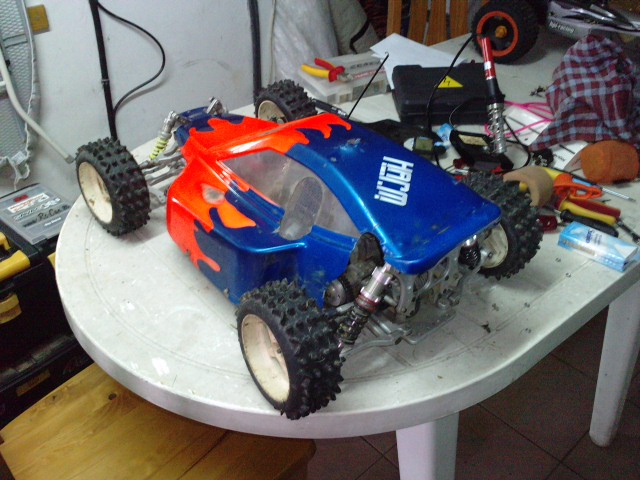 Mon HARM BX2 1/5 26cc... a rafraichir! ;-) P0410167