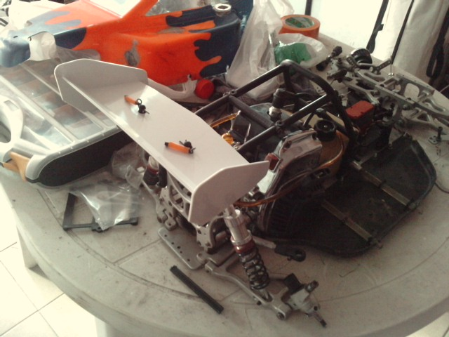 Mon HARM BX2 1/5 26cc... a rafraichir! ;-) P0910116