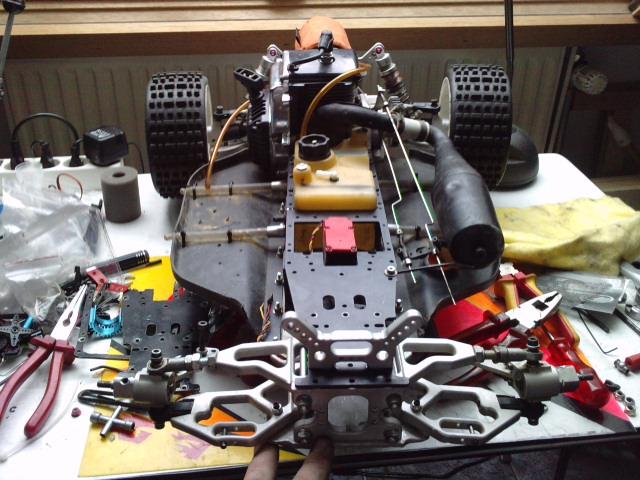 Mon HARM BX2 1/5 26cc... a rafraichir! ;-) P1610124