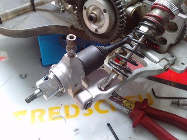 Mon HARM BX2 1/5 26cc... a rafraichir! ;-) P1610125