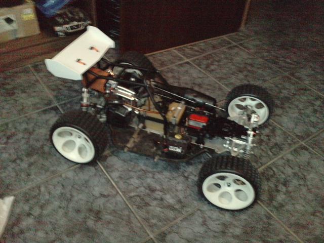 Mon HARM BX2 1/5 26cc... a rafraichir! ;-) P1610126