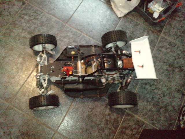 Mon HARM BX2 1/5 26cc... a rafraichir! ;-) P1610127