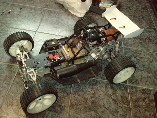 Mon HARM BX2 1/5 26cc... a rafraichir! ;-) P1610128