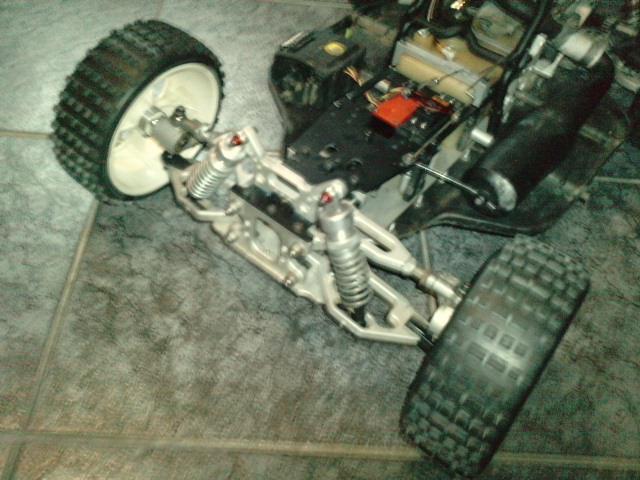 Mon HARM BX2 1/5 26cc... a rafraichir! ;-) P1610129
