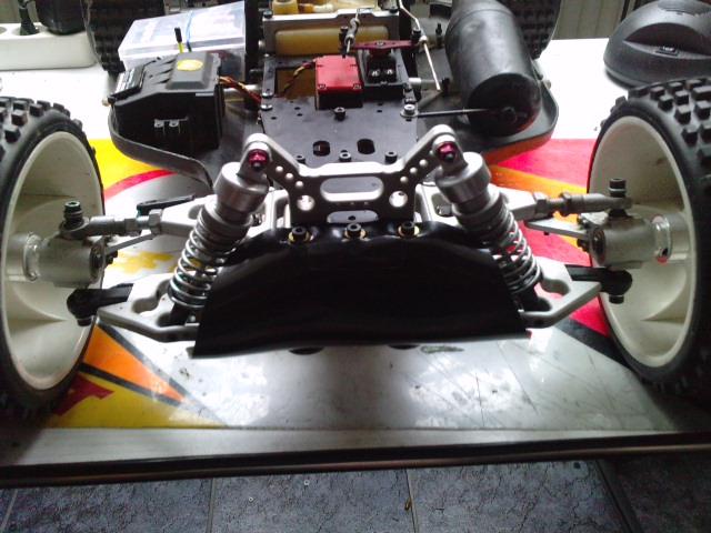 Mon HARM BX2 1/5 26cc... a rafraichir! ;-) P3110110