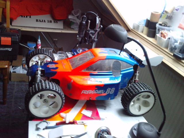 Mon HARM BX2 1/5 26cc... a rafraichir! ;-) P3110114