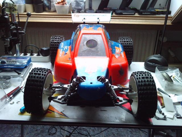 Mon HARM BX2 1/5 26cc... a rafraichir! ;-) P3110116