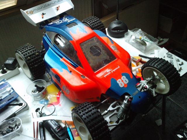 Mon HARM BX2 1/5 26cc... a rafraichir! ;-) P3110117