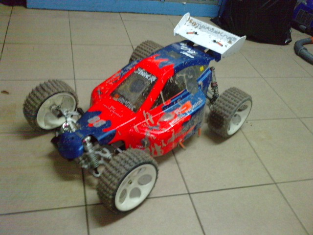 Mon HARM BX2 1/5 26cc... a rafraichir! ;-) P3110139