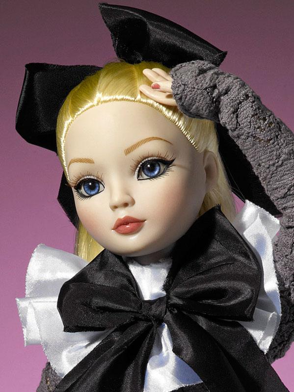 2011 - Ellowyne Wilde - Dark Shadows 390_2_10