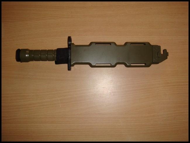 baïonnette M9 avec fourreau Dsc03011