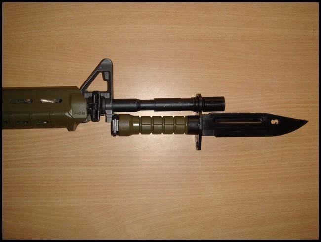 baïonnette M9 avec fourreau Dsc03015