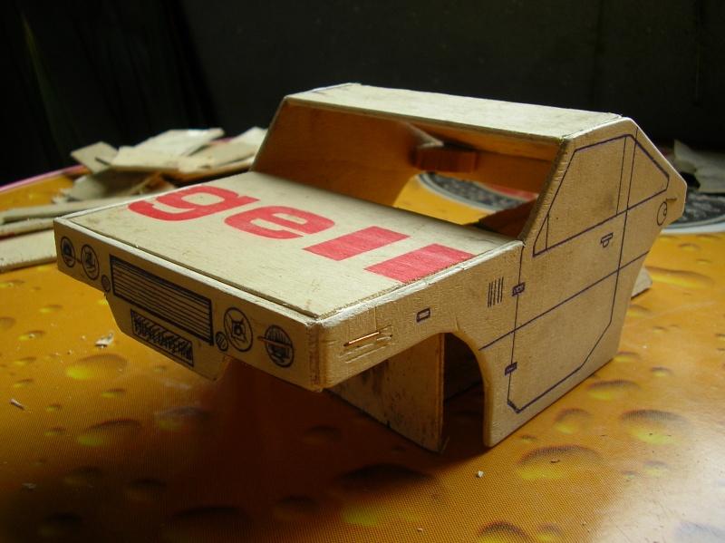 Carrocería con una caja de fruta de madera (para mini inferno) X_310