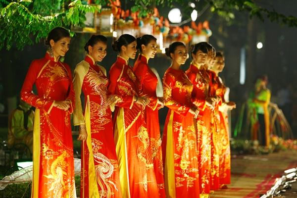 Lễ hội áo dài 3 miền Images10