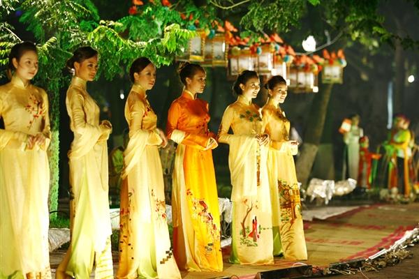 Lễ hội áo dài 3 miền Images11