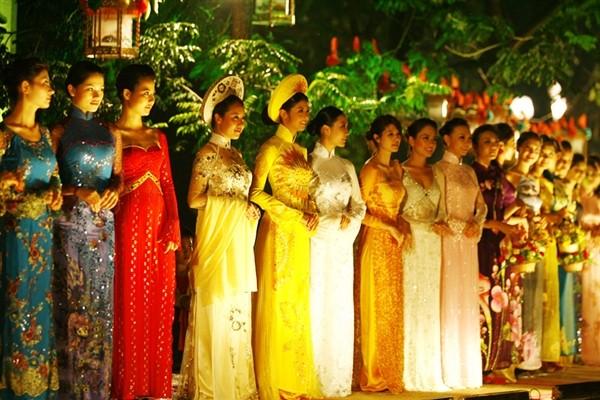 Lễ hội áo dài 3 miền Images14