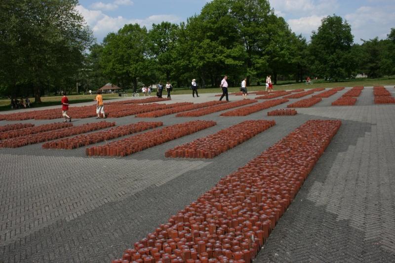Monument en hommage des juifs déportés au camp de Westerbork - Pays-Bas 10227310