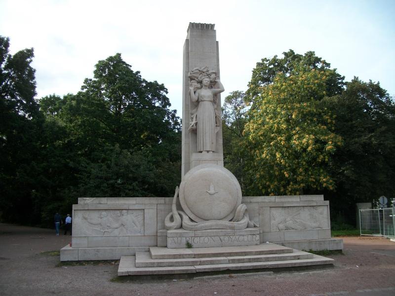Monument en hommage aux pigeons de la première guerre mondiale 48311510
