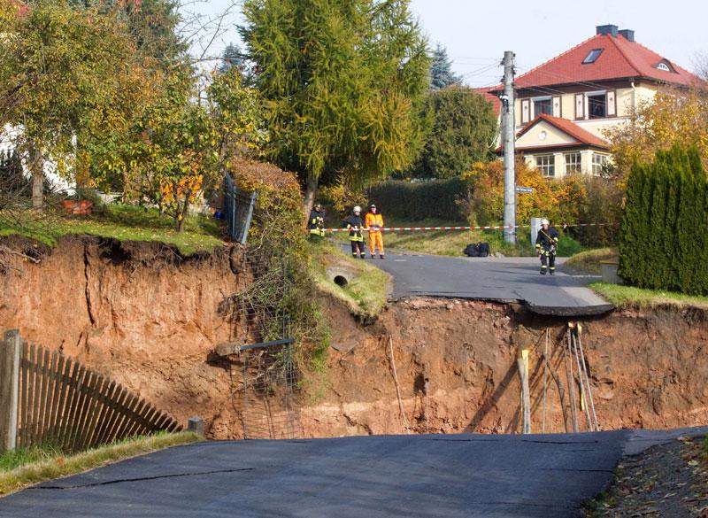 Mystère: un énorme cratère formé au milieu de la ville Allema11