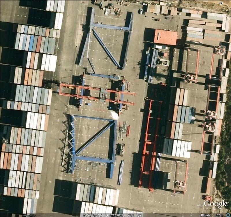 Grue porte-conteneur en pièces détachées à Malaga, Andalousie - Espagne Grue11